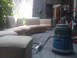 cuci sofa springbed perumnas