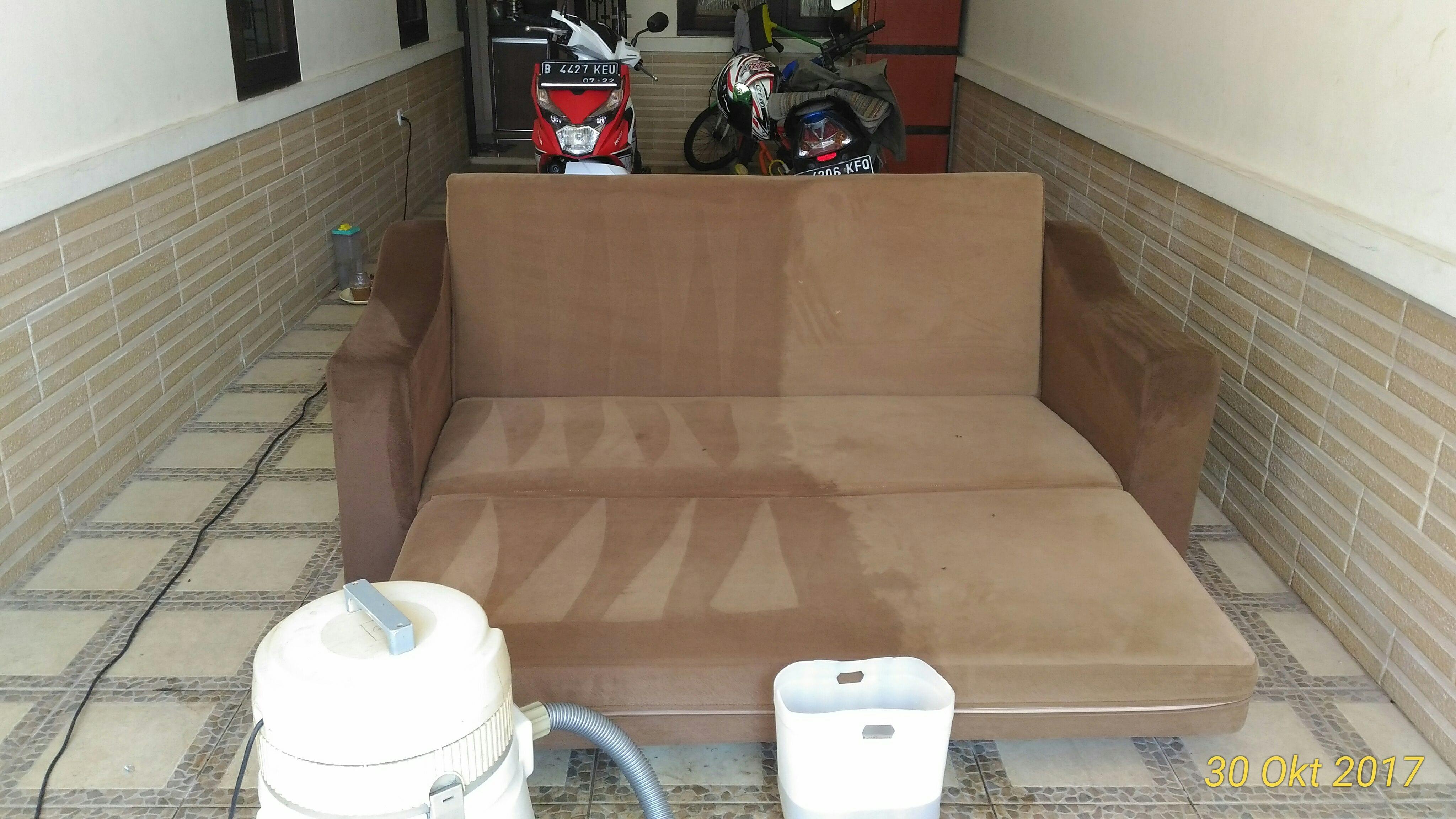 cuci sofa springbed solo